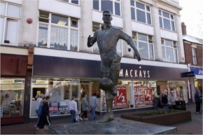 Strange and weird Statues-9