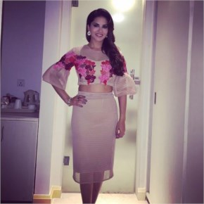 Sunny Leone | very cute press con outfit!!