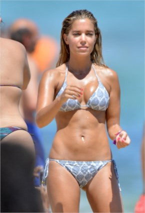 Sylvie Meis beach beauty
