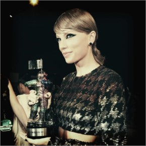 Taylor Swift got award for Bad Blood Song