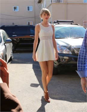 Taylor Swift 'misses the memo' as glam gal pals go back