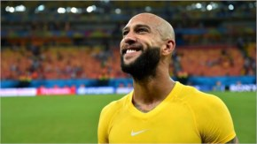 Tim Howard of the United States acknowledges the fans