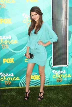 Victoria Justice at the Teen Choice Award