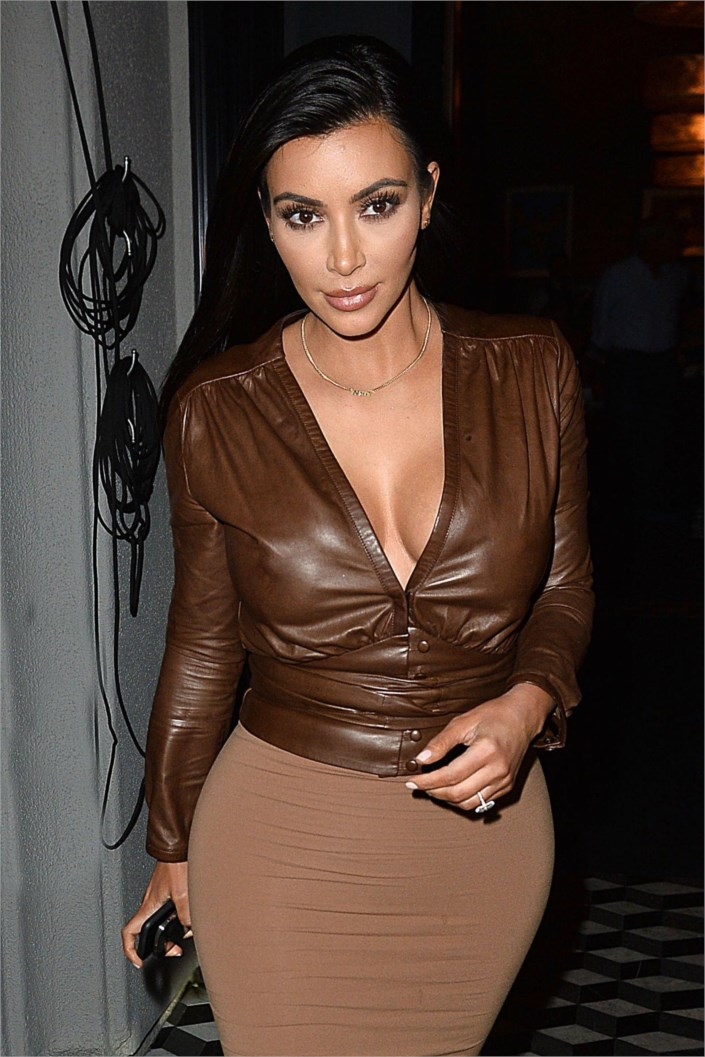 Kim Kardashian outfits Style – Leaves Dinner at Craigs LA