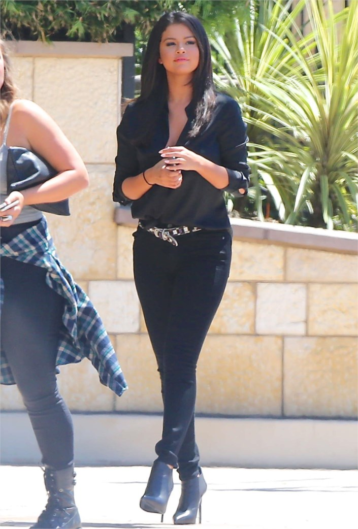 sexy selena gomez hot in black jeans outfits at la