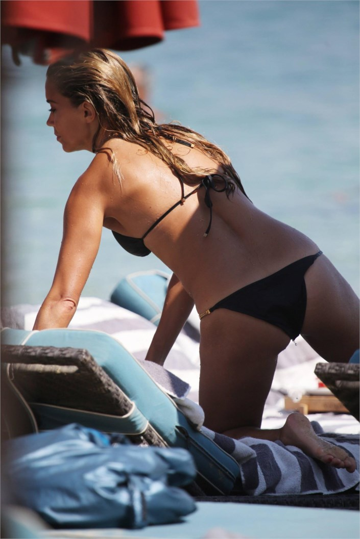 sylvie meis bikini candid on the beach in mykonos. Black Bedroom Furniture Sets. Home Design Ideas