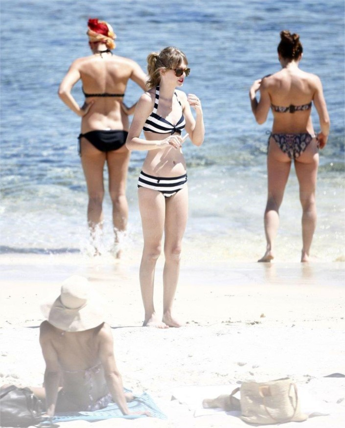 Swift Out In Beach Her Photos The At Bikini6 Hung Taylor uTiPXOkZ