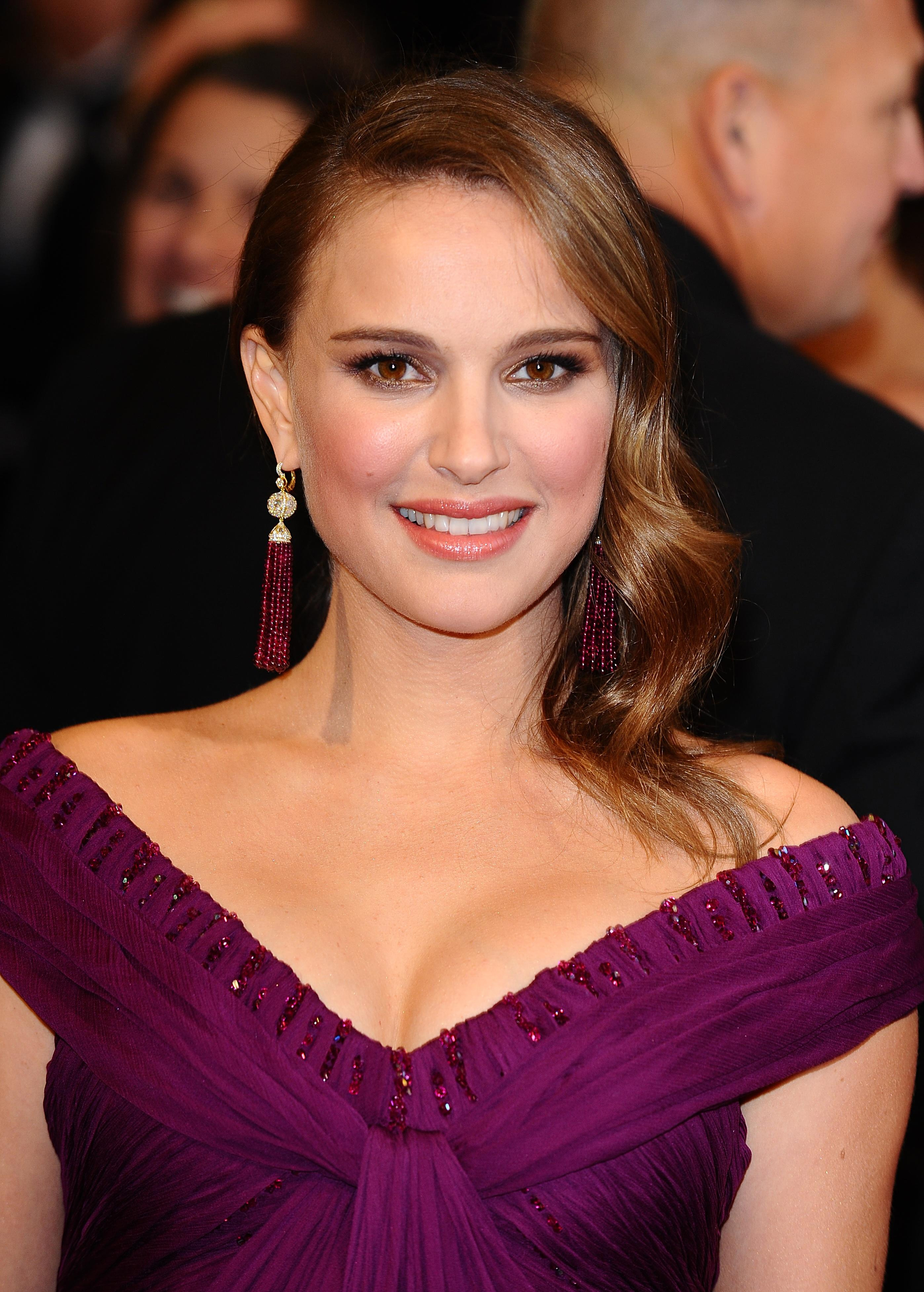 Oscars 2011: Natalie Portman resplendent with its curvaceous pregnant woman and her Oscar!