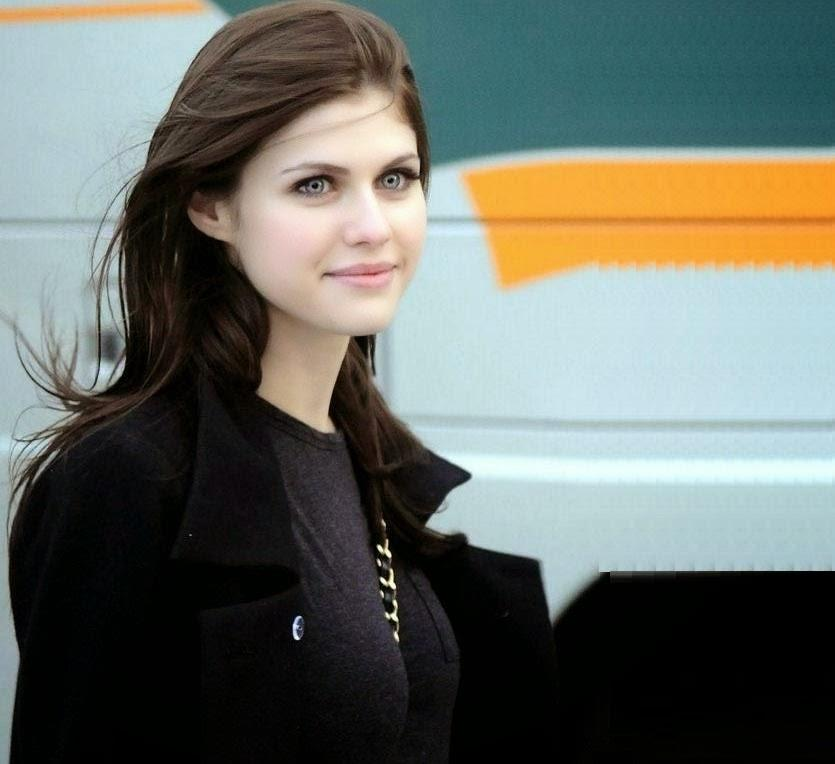 Alexandra Daddario Wallpapers HD for Android APK