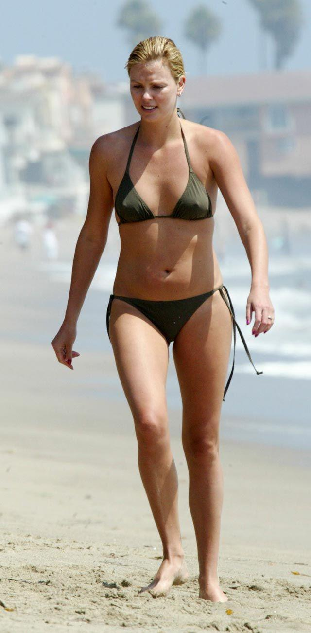 CHARLIZE THERON - SEXY BIKINI ON THE BEACH