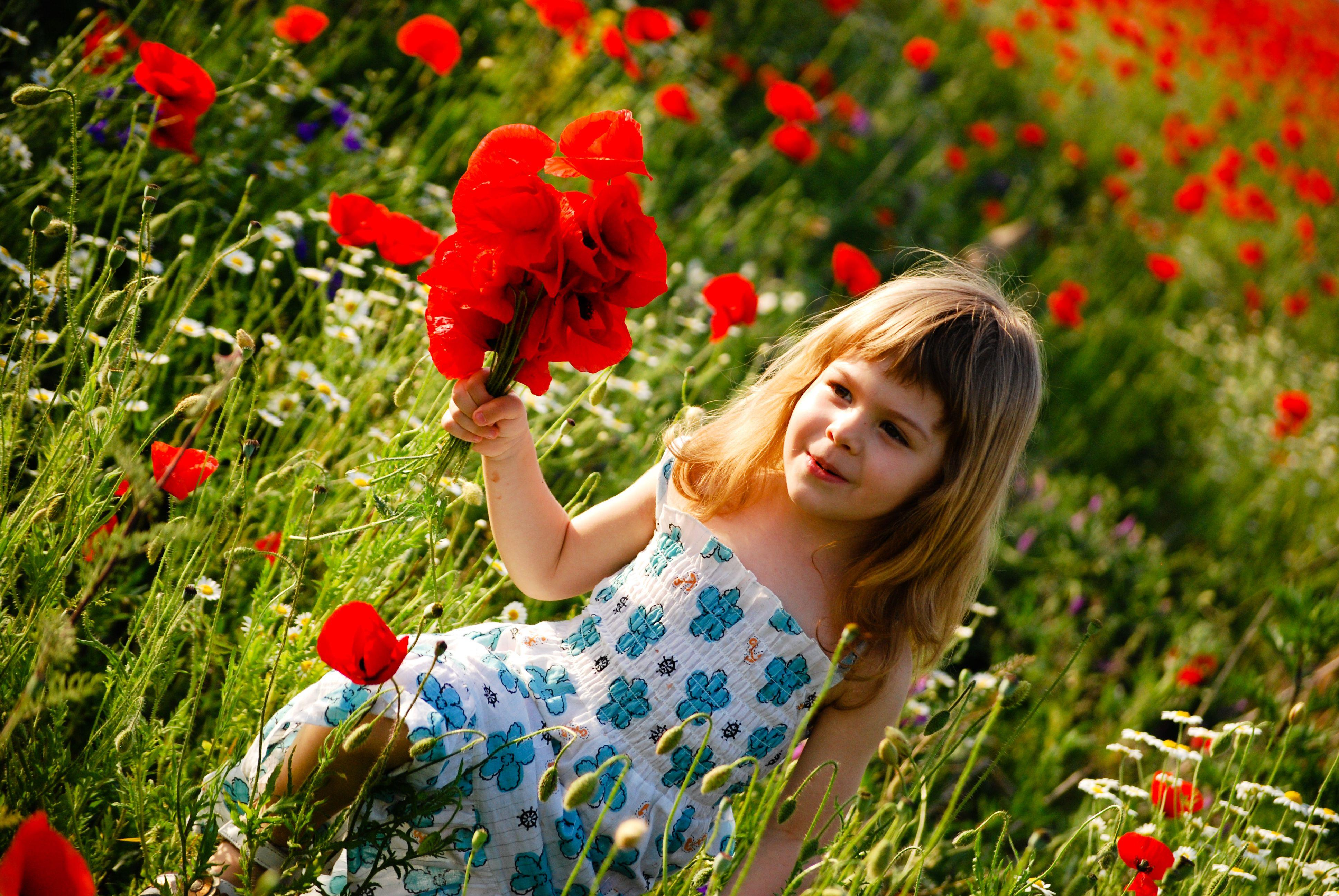 Cute Baby Girl Picture With Flowers