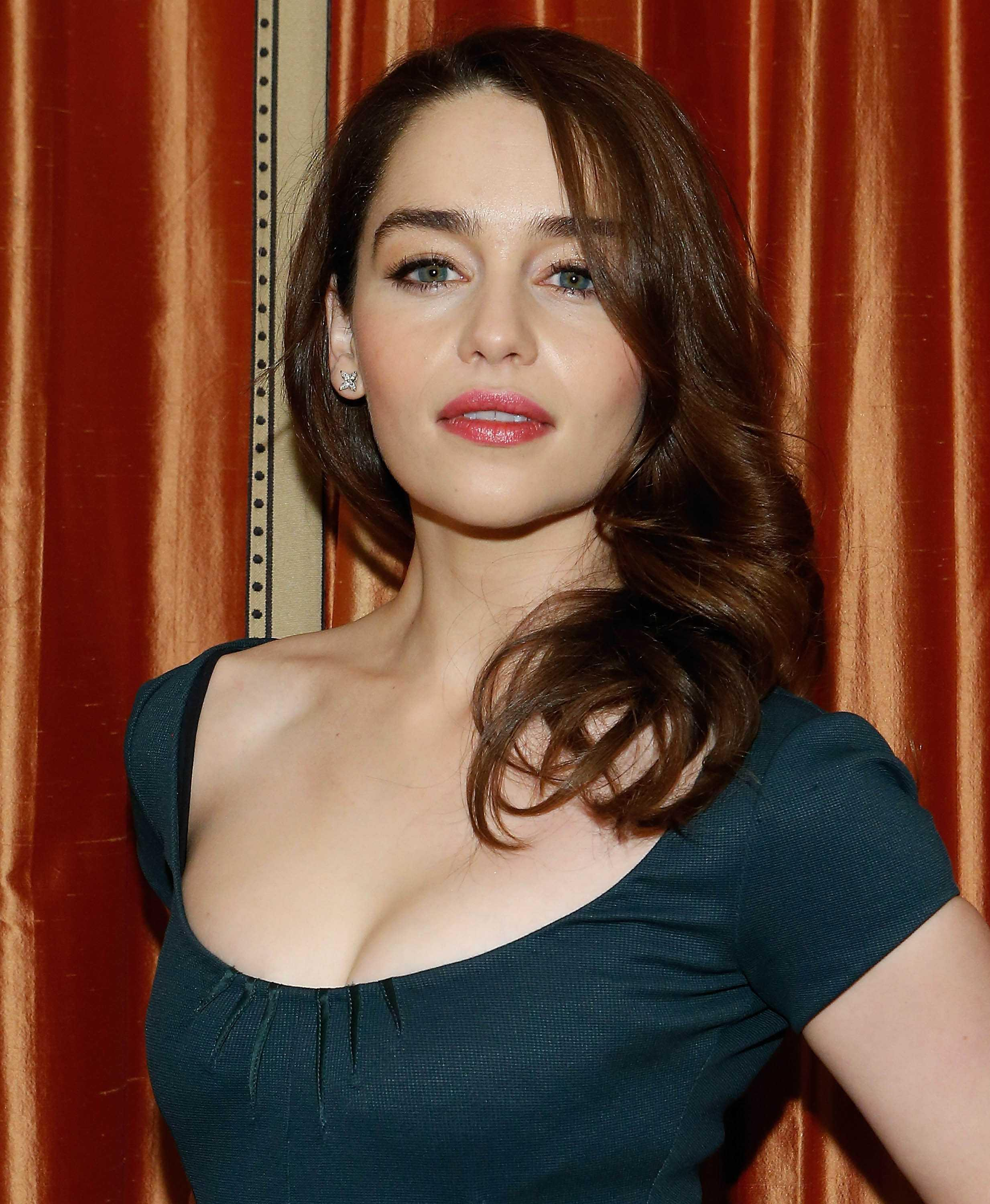 Cleavage Emilia Clarke nude (84 foto and video), Pussy, Fappening, Feet, braless 2017