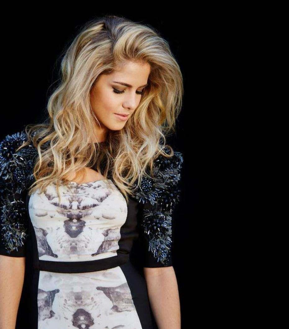 Is a cute Emily Bett Rickards nude photos 2019