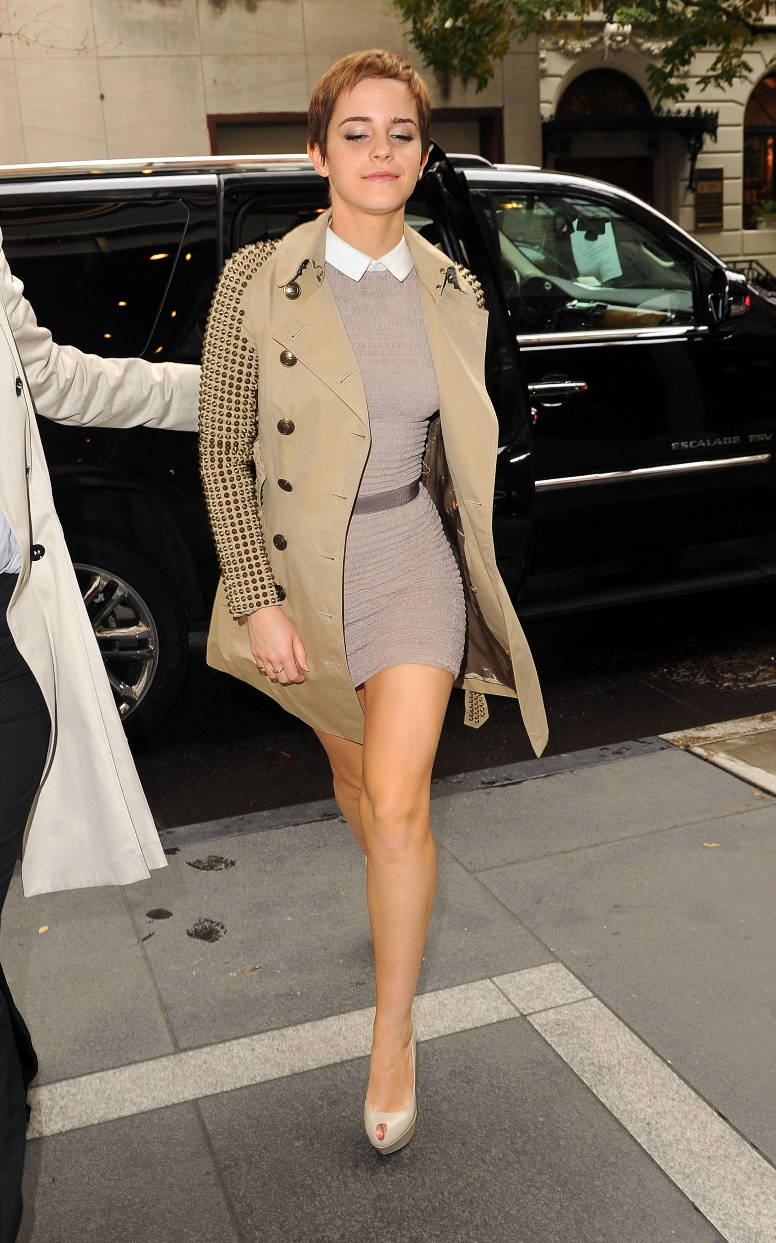 Emma Watson Beautiful In Short Hair And Beauty Burberry Dress