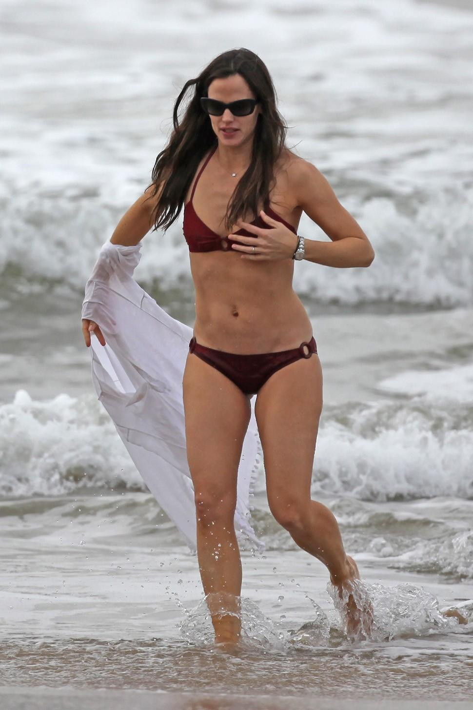Jennifer garner bikini photos