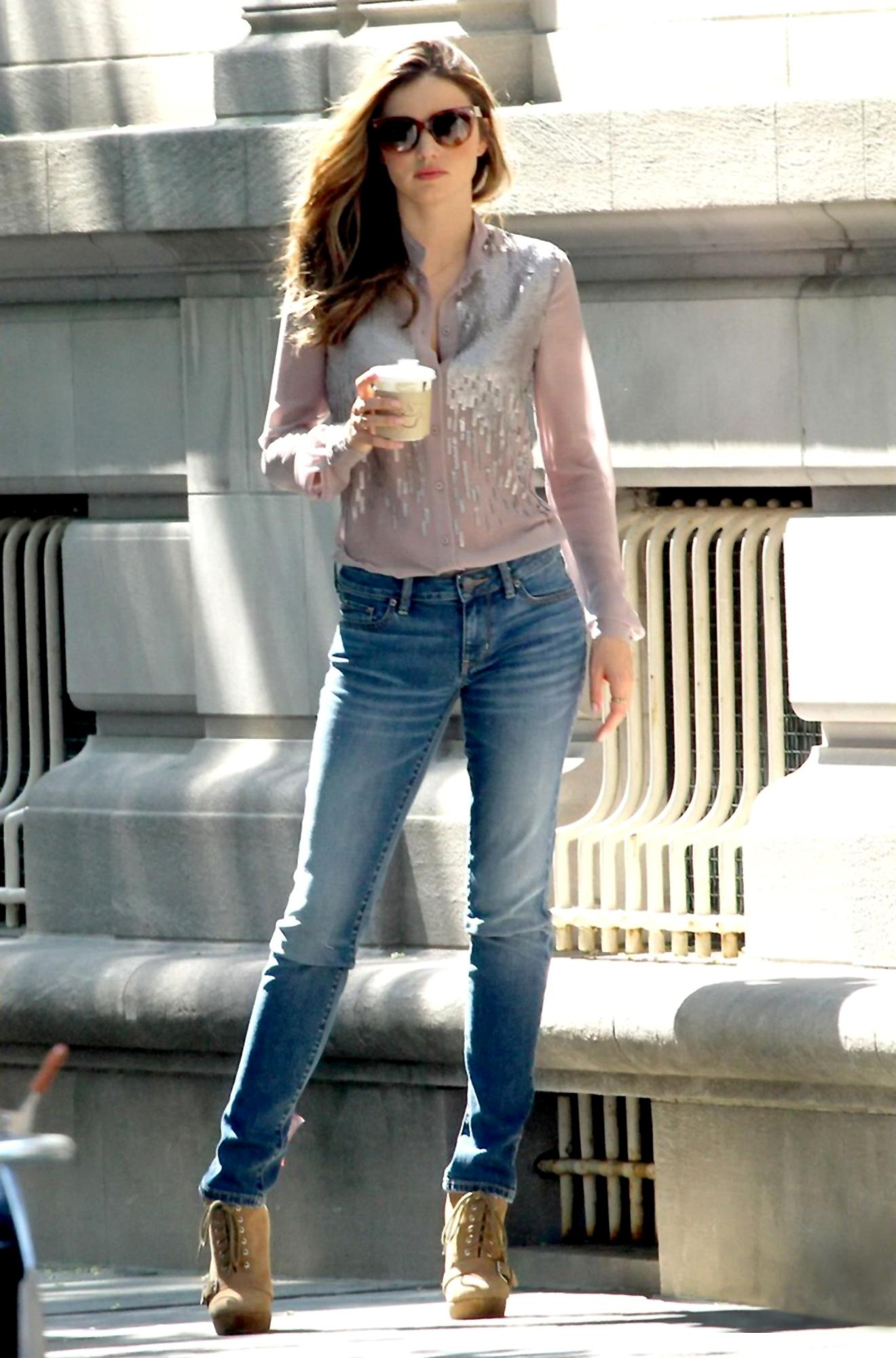 Miranda Kerr The Sexiest And Cutest Runway Model Look Stunning In Candids Photoshoot