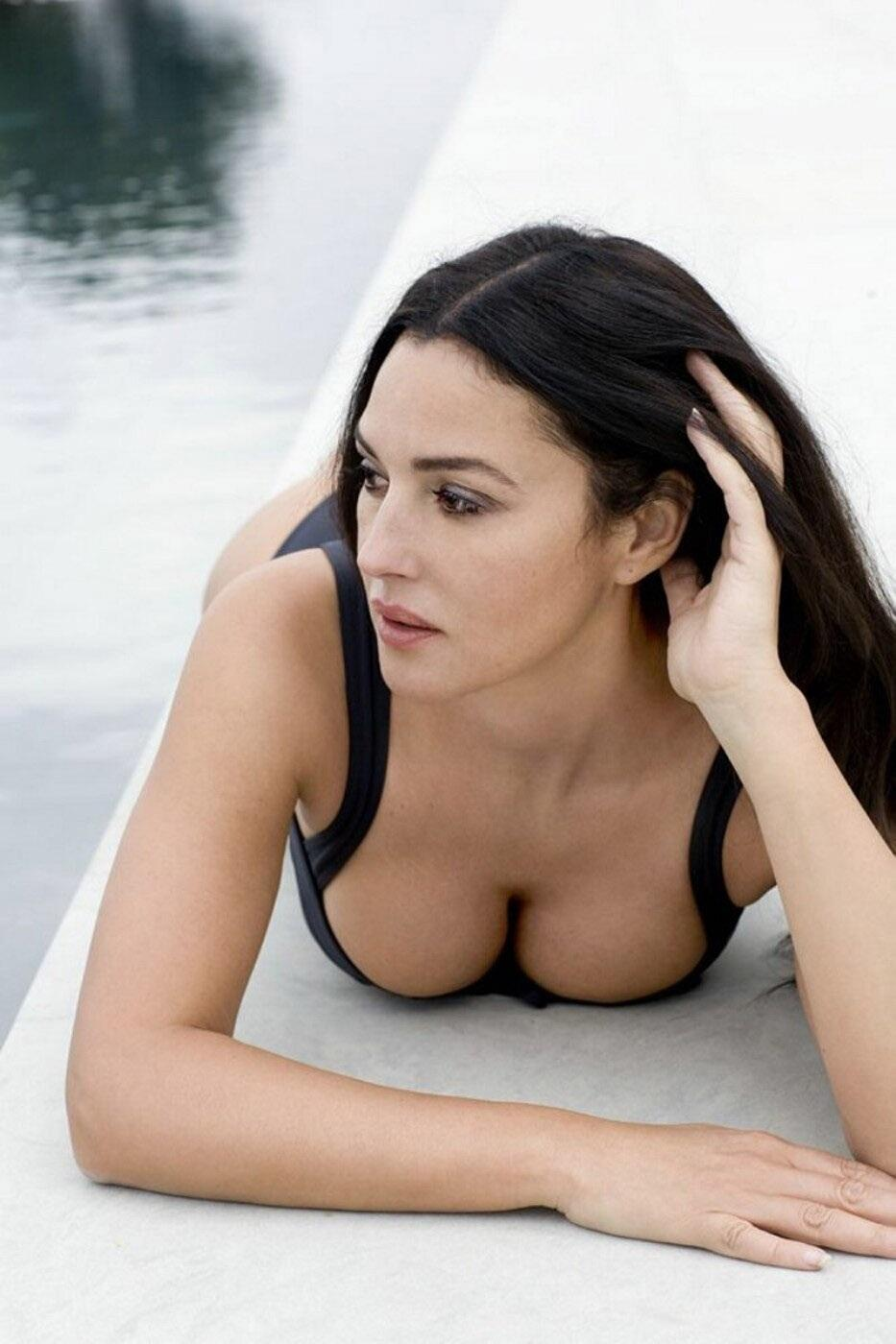 monica bellucci facebook