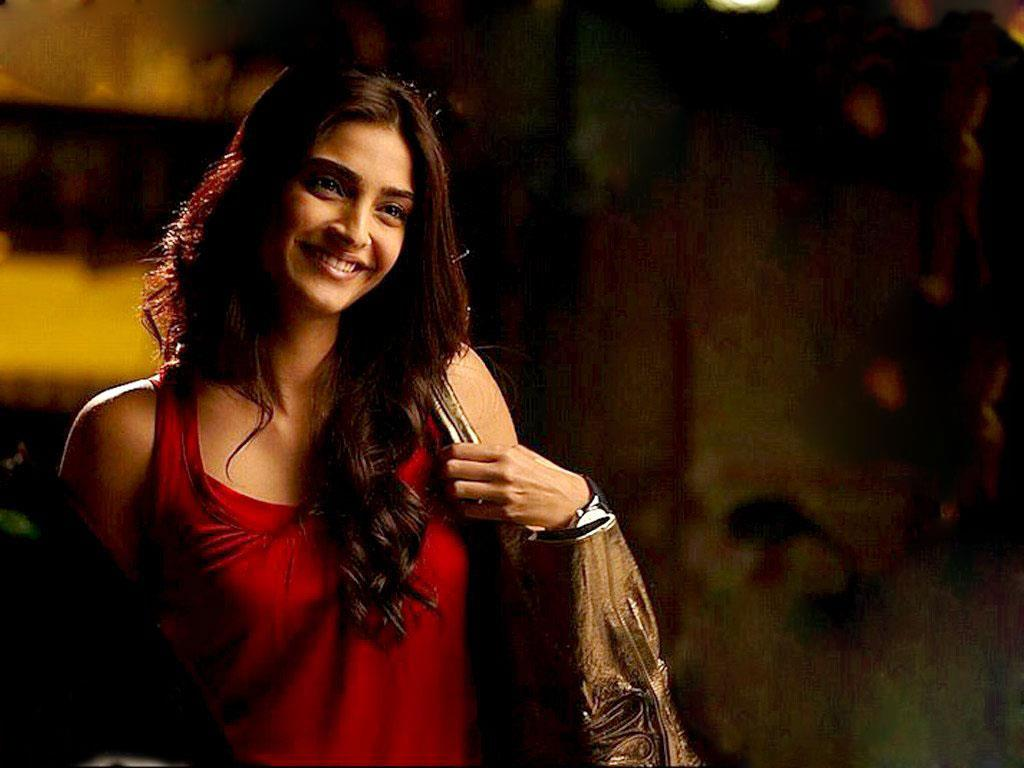 Sonam kapoor in red dress looks awesome - laughspark.com
