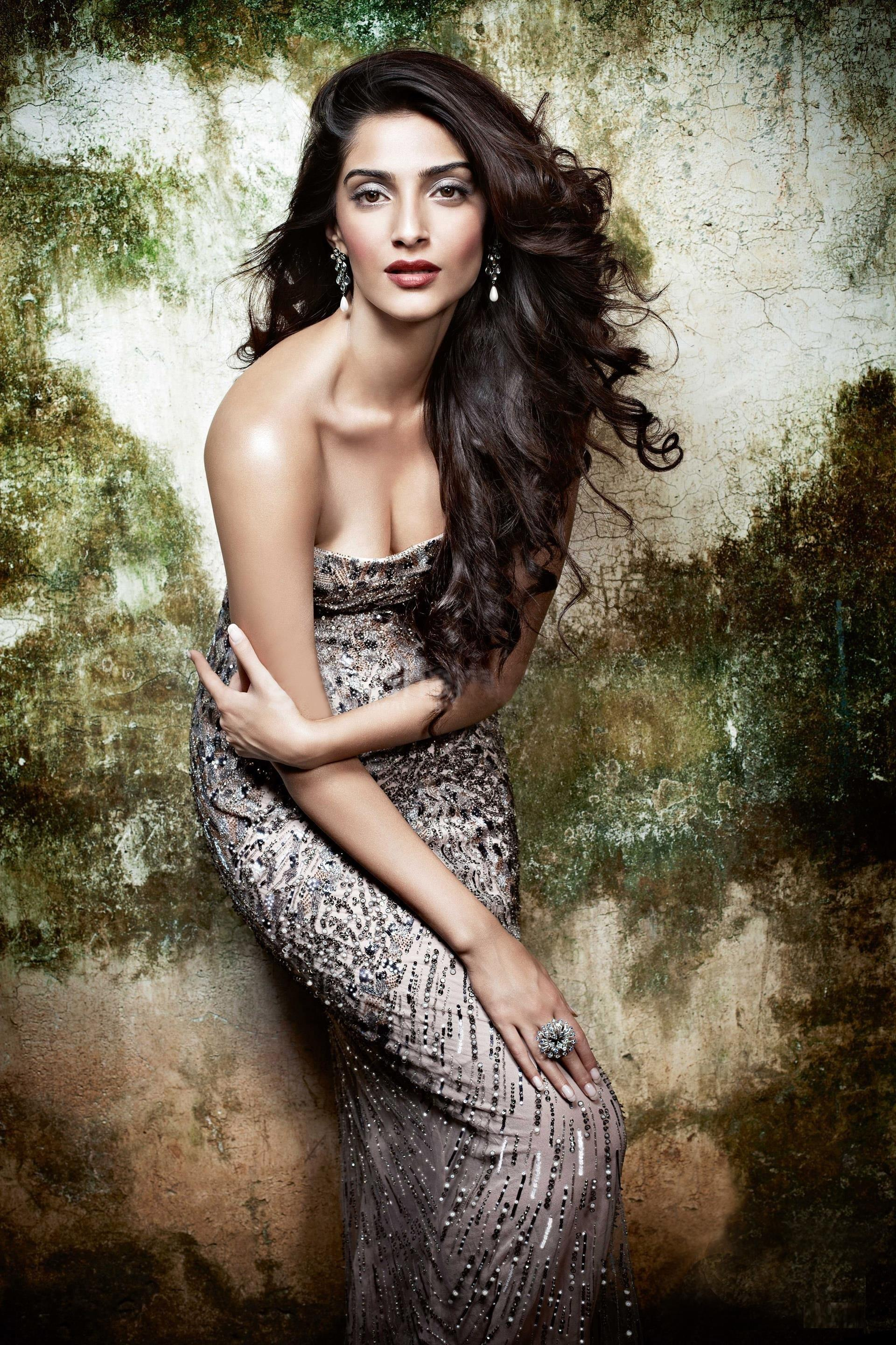 sonam kapoor sizzling photo shoot
